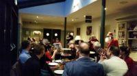 06-Kerstvrouw-opent-het-kerstontbijt-Open-Coffee